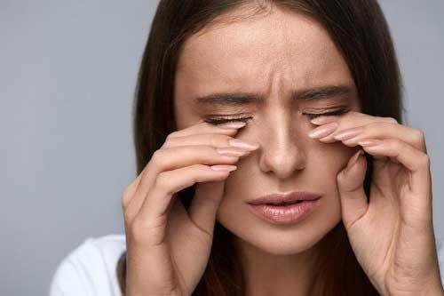Mắt Bị Sụp Mí Sau Khi Ngủ Dậy